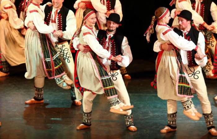Vystoupení Mladiny a Folklorního souboru Cifra